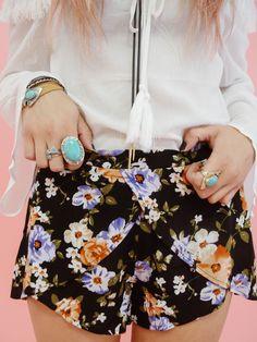 Black Floral Print Shorts   LUXCLOTHING