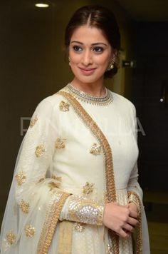 Raai Lakshmi goes traditional for the audio launch of Kotikokkadu and she looks beautiful!