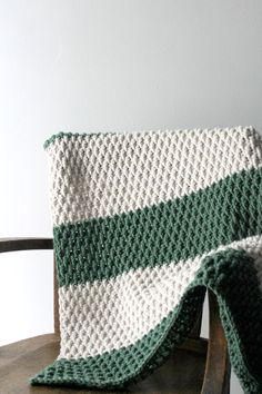 Are you ready for the most perfectly textured blanket for Fall? Then get ready for the Alpine Blanket! AD-FREE PDF VERSION available at the end of the post for $1.99! …