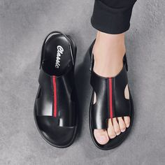 Correcting Bunion Sandals for Men Tailors Bunion, Bunion Shoes, Knock Knees, Bow Legged, Muscle Imbalance, Toe Loop Sandals, How To Stretch Shoes, Heel Pain, Posture Correction
