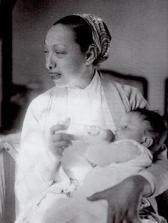 JOSEPHINE BAKER LA MAMAN!  Josephine and her son