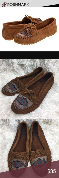 Minnetonka El Paso II Embroidered Moccasins 8.5 Minnetonka El Paso II Embroidered Moccasins Size 8.5 Minnetonka Shoes Moccasins