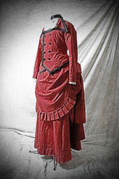 Robe 1880 victorienne rouge de Lady Lisebeth Lovelloyd's sur DaWanda.com