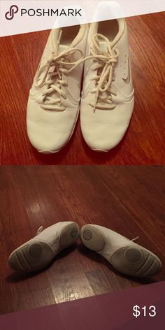 Nike sideline cheerleading shoes size 8.5 women's White with gray Nike check on one side and a clear check on the other. These shoes are size 8.5 and were worn during competition cheer practice and performances. The shoes are used and in good used condition. Nike Shoes Athletic Shoes
