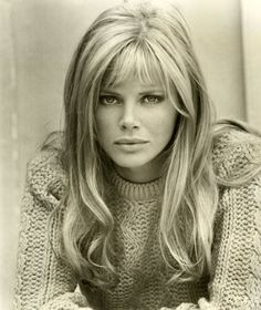 Britt Ekland, gosh she was true beauty Britt Ekland, Timeless Beauty, Classic Beauty, True Beauty, Gorgeous Women, Beautiful People, Swedish Actresses, Corte Y Color, Bond Girls