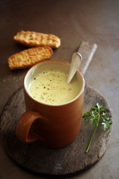 Creamy cauliflower soup with curry - scroll down the recipe page for English language version