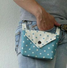 This little bag hangs off of your belt loops; This little bag hangs off of your belt loops; It could be handy for so… How cute! This little bag hangs off of your belt loops; It could be handy for so… – - Sewing Hacks, Sewing Tutorials, Sewing Crafts, Sewing Projects, Diy Bags Purses, Diy Purse, Purse Patterns, Sewing Patterns, Pochette Portable