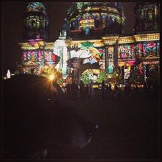 Festival of Lights - May there be Peace ☮️ #festivaloflights #berlinleuchtet #berlinerdom #filiusfidelius #dogoflights #farbrausch #peace #peaceonearth #maytherebepeace #friedenstaube