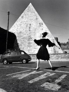 Photo: William Klein. Rome. Dorothy McGowan. Capucci. 1962