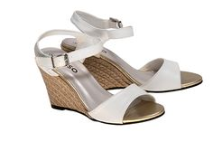 Kelso White Wedges- the wedge, fashion's gift to women's feet. Note the gold toes. New Wardrobe, Summer Wardrobe, Hippie Music, White Wedges, Monochrome Fashion, Festival Looks, Women's Feet, Festival Fashion, Summer Collection