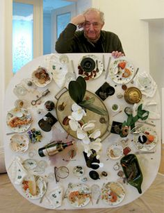 Daniel Spoerri mit dem Fallenbild »Labaktisch«, Februar 2011