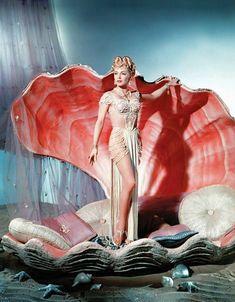 "vintagegal: Lana Turner plays a pagan priestess. vintagegal: "" Lana Turner plays a pagan priestess in The Prodigal "" Vintage Glamour, Glamour Hollywoodien, Vintage Beauty, Vintage Fashion, Vintage Hollywood, Hollywood Glamour, Classic Hollywood, Hollywood Fashion, Lana Turner"