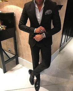 Suits for men / Casual style for men Gentleman Mode, Gentleman Style, Best Suits For Men, Cool Suits, Mens Fashion Suits, Mens Suits, Suit Combinations, Blue Suit Men, Business Casual Outfits