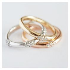 "1,194 likerklikk, 23 kommentarer – Anna Sheffield (@annasheffield) på Instagram: ""While on the topic of starlight, see here the white, classic yellow & rose gold #Celestine bands—so…"""