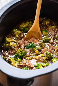 healthy crock pots An epic collection of Keto Crockpot Recipes! The best low carb slow cooker meals with chicken, beef, pork and more simple keto dinner ideas Crockpot Beef And Broccoli, Slow Cooker Broccoli, Keto Crockpot Recipes, Broccoli Recipes, Slow Cooker Recipes, Cooking Recipes, Healthy Recipes, Vegetarian Recipes, Steak Recipes