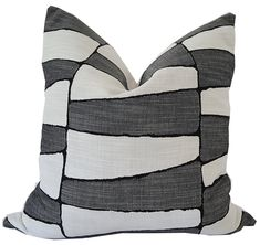 #startcalifornialivin 🌴🏖️🌊 #californialivinhome Outdoor Seat Cushions, Outdoor Pillow Covers, Outdoor Throw Pillows, Black And White Pillows, Black Cushions, Navy And White, Sunbrella Pillows, White Pillow Covers, Indoor Outdoor