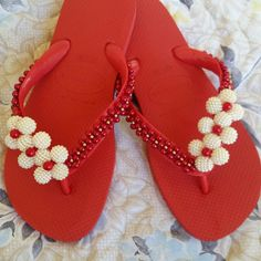 African Blouses, Diy Paper, Diy And Crafts, Flip Flops, Slippers, Beads, Fashion, Bling Flip Flops, Flip Flop Craft