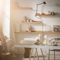 Lieblingsobjekte präsentieren mit MÅLERÅS Bilderleiste, Bambus, 75 cm - lamps and any other lighting objects Ikea Picture Ledge, Photo Ledge, Picture Shelves, Diy Coffee Table, Coffee Table Design, Cadre Diy, Home Bild, Ikea Pictures, Bamboo Shelf