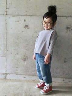 red converse. Cute Little Girls Outfits, Little Girl Fashion, Toddler Fashion, Kids Fashion, Red Converse Outfit, Super Moda, Green Label, Outfits Niños, Stylish Kids