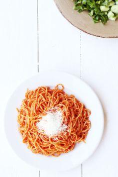 Greek Skordomacarona, spaghetti with garlic & tomato paste