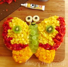 Hungry Happenings: Butterfly Fruit Pizza is colorful and sweet. Colorful Fruit, Fresh Fruit, Salad Design, Butterfly Cookies, Good Food, Yummy Food, Fun Food, Food Art, Cute Fruit