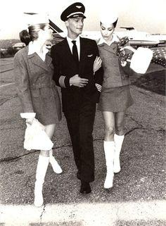 Hostess - Il rigore della silhouette - Vogue.it