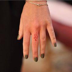 tattoo master · Milano 🇮🇹 via Tattoof . - Door tattoo master · Milano 🇮🇹 via Tattoof … -Door tattoo master · Milano 🇮🇹 via Tattoof . - Door tattoo master · Milano 🇮🇹 via Tattoof … - tattoos are the perfect w. Tattoo Snake, 27 Tattoo, Small Snake Tattoo, Tattoo Son, Tattoo Finger, Small Tattoos On Finger, Red Dragon Tattoo, Dragon Tattoo On Finger, Small Dragon Tattoos