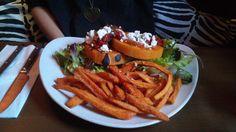 Butternut-Cheeseburger im Savanna in München. Lust Restaurants zu testen und Bewirtungskosten zurück erstatten lassen? https://www.testando.de/so-funktionierts