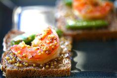 FOOD IMAGES for ekuchareczka.pl/ Krewetka na chlebie z gorczycą/Shrimp on bread with mustard