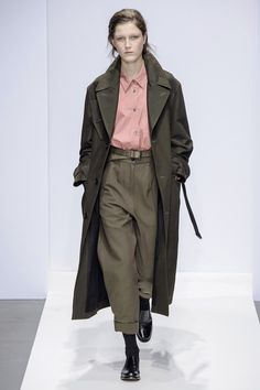 Margaret Howell Runway Collection fall winter 2019 london fashion week presentation co ed men women ready to wear Fashion Mode, Fashion Week, Fashion Outfits, Womens Fashion, Margaret Howell, Inspiration Mode, Fashion Show Collection, Mode Style, Mannequins