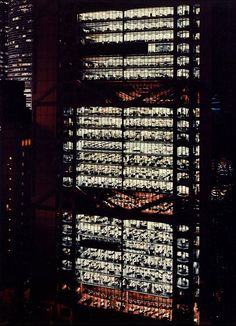 Andreas Gursky Hong Kong Shanghai Bank 1994 C-print 220 x 170 cm Andreas Gursky, In China, Hong Kong, Michael Wolf, Galleries In London, Norman Foster, Contemporary Photographers, Commercial Architecture, Shanghai