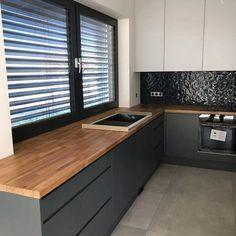 Wooden Kitchen, Kitchen Dining, Kitchen Cabinets, Wood Room Divider, Studio Kitchen, Kitchen Tops, Modern Kitchen Design, Home Interior Design, Home Kitchens