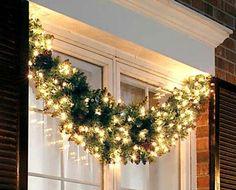 como decorar las ventanas en navidad con luces