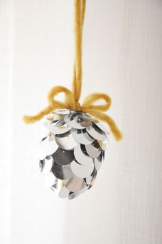DIY: pinecone ornament