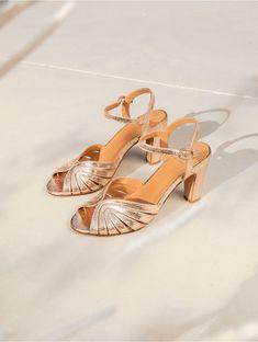 Pourquoi choisir Bobbies pour ses chaussures du jour J Gold Sandals, Leather Sandals, Heeled Sandals, Gold Bridesmaid Shoes, Summer Heels, Designer Sandals, French Chic, Gold Leather, Conch