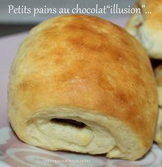 """Bonjour!!! Aujourd'hui,je vous propose une recette """"bluffante"""" de petits pains au chocolat... La différence avec les """"vrais""""? Ceux-ci sont briochés!!!!!! Pas de tourage,ni de feuilletage,du coup,un moelleux extra lorsque l'on croque dedans!!! La recette..."""