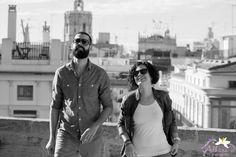 Adhara Bodas - Fotografía de Bodas www.adharabodas.com preboda / engagement / El Carmen / Valencia /  España / Spain / amor / love / couple / ciudad / city / blanco y negro / black & white / love session / tejado / rooftop