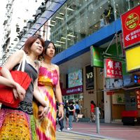 A fun Hong Kong shopping guide by district to designer brands, bargains, and factory outlets with Hong Kong airport duty free prices, by Vijay Verghese, and more from Smart Travel Asia and Dancing Wolf Media.
