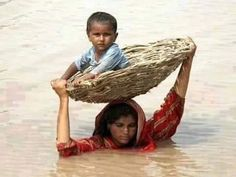 Pakistan Floods – Mother's love is the greatest. Kids Around The World, We Are The World, People Around The World, Around The Worlds, Mother Art, Mother And Father, Poor Children, Foto Art, Mothers Love