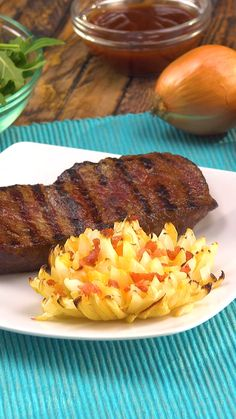 It smells twice as hearty here: grill steak with onion flower. It smells twice as hearty here: grill steak with onion flower. Pork Rib Recipes, Grilled Steak Recipes, Grilled Meat, Grilling Recipes, Grilled Steaks, Plancha Grill, How To Grill Steak, Pork Ribs, Pork Chops