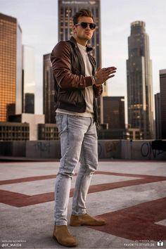 Erfahre welche Teile dazu passen! Casual Streetwear Outfit für Männer. Herrenoutfit mit Jeanshose, Rundhalspullover, Lederjacke und Chelsea Boots. Ein rustikaler Look im lässigen Streetstyle, passend für die Freizeit im Frühling. Outfits für Männer mit passenden Teilen bei Favorite Styles. #favoritestyles #mode #fashion #outfit #männer #herren #style #stil #männermode #herrenmode #mensoutfit #mensfashion #ideen #inspiration #casual #streetstyle #streetwear #jeans #lederjacke #braun #beige