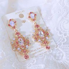 🌷 요 제품은 업뎃 예정✨ 오늘 업뎃은 요기까지 끄-읕 💖 . . . 💌인스타DM은 보지않아용🙅🏻♀️ 🔍문의는 카톡 플친 꿈결상점으로💖 🏷업뎃 전 가격, 업뎃일정 문의 받지않습니다🙏🏻 Cute Jewelry, Pearl Jewelry, Stone Jewelry, Diamond Jewelry, Jewelery, Unique Earrings, Crystal Earrings, Beautiful Earrings, Kawaii Accessories