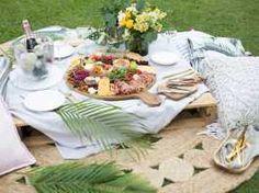 Πλατό τυριών-αλλαντικών με νάζι και τρεις μαρμελάδες! Kid Sandwiches, Sandwich Platter, Grazing Tables, Sweet And Salty, Lush, Table Settings, Table Decorations, Food, Toddler Sandwiches