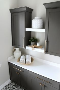 Sherwin Williams Urbane Bronze Sherwin Williams Urbane Bronze cabinet paint color with Pure White Quartz countertop Sherwin Williams Urbane Bronze Sherwin Williams Urbane Bronze cabinet Sherwin Williams Urbane Bronze Sherwin Williams Urbane Bronze cabinet #SherwinWilliamsUrbaneBronze #SherwinWilliams #cabinet
