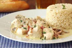 Buenísima receta de pollo a la carbonara, fácil y rápida de preparar. El pollo queda muy jugoso y la salsa es realmente buena, con un sabor a carne y champiñones delicioso. Para acompañar he preparado el arroz blanco de siempreque combina genial con el pollo y mojado con la salsa de nata está increíble. La...Leer más »