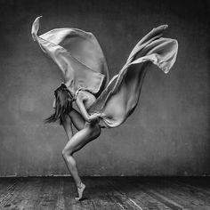 Das der russische Fotokünstler Alexander Yakovlev es absolut Bestens versteht, Anmut und Eleganz professioneller Tänzer im Bild festzuhalten, wird der aufmerksame WHUDAT-Leser natürlich bereits wis…