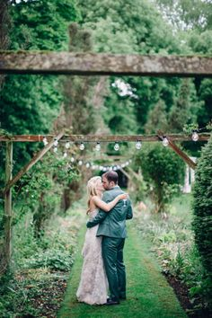 English country wedding: http://www.stylemepretty.com/2014/08/14/english-country-garden-wedding/ | Photography: http://www.wookiephotography.com/