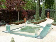 futuristischer minimalistischer Gartenbrunnen Glas