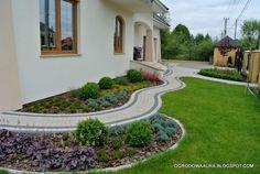 OGRODOWA AURA - o ogrodach na zdjęciach: lipca 2014 Front Garden Landscape, Garden Landscaping, Garden Art, Garden Design, Home And Garden, Pavement, House Floor Plans, Pathways, Sidewalk