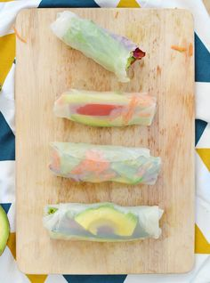 --Are you tired of the lord sandwich, that it is apparent to every picnic ? Check out my alternative : spring rolls ! (vegan, gluten-free)-- Alternative to the sandwich : spring rolls Raw Food Recipes, Veggie Recipes, Asian Recipes, Ethnic Recipes, Healthy Cooking, Healthy Tips, Healthy Recipes, Healthy Rolls, Happy Healthy
